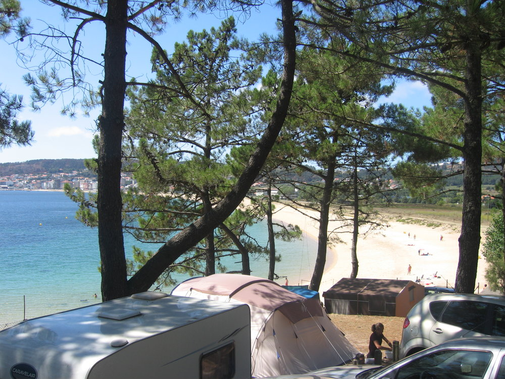 Campings Galicia_Camping Coroso_Parcelas y Playa