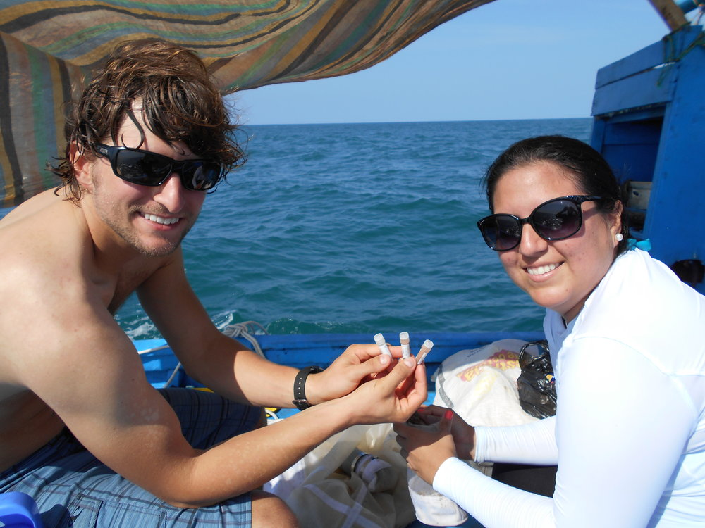 Stefany collecting zooplankton samples in Yelapa, Mexico, with Manta Trust Associate Director, Dr. Josh Stewart.
