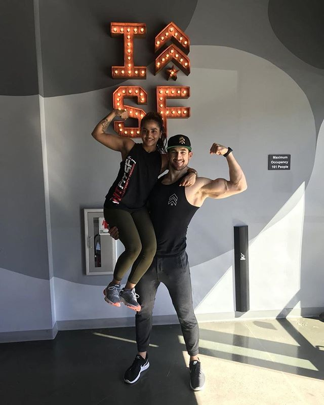 Flex Friday with @strackeattack . . . #trishpfitness #barrysbootcamp #faceyourselfchallenge #sanfranciscofitness #fitfam #bamf #16classesin30days #strackeattack #bayareatrainer #flexonem #fridaymood #tgif #barrysmarina #makinggains #fitpeople #eatsleeptrainrepeat #willrunforabs #abscomingsoon #flexinonthegram