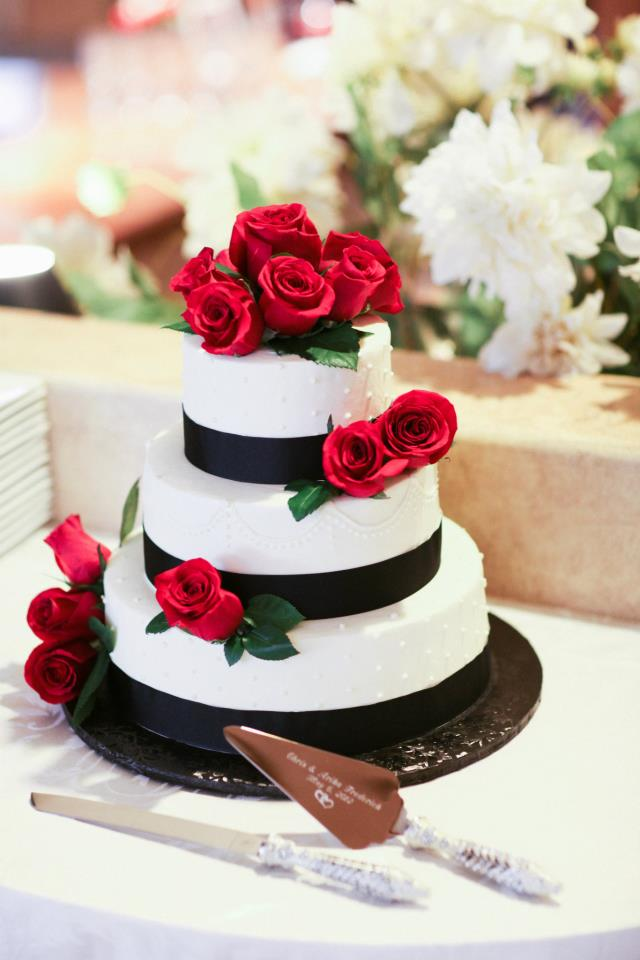 Wedding cake flowers red roses