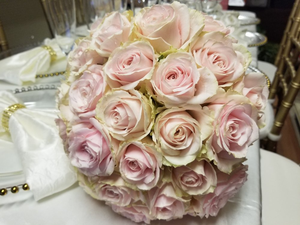 Full rounded bouquet of pale pink garden roses with just a hint of green give the wedding bouquet and antique appearance, Bridal bouquet pale pink roses