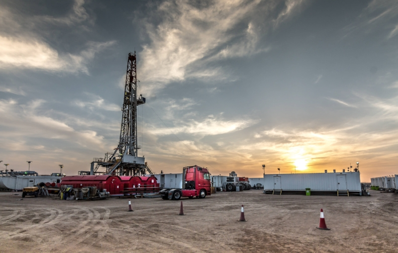 Drilling rig sunset in Basra.jpg