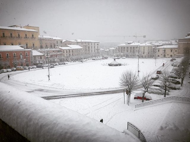 Good white morning #sulmona #bbseistelle #seistellemood #abruzzo #snow
