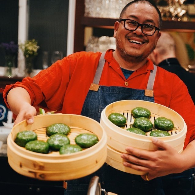 In case you haven't met him yet or tried one of his amazing dumplings, this is chef Henry @oramasama. Born in Taiwan, raised in Texas, he's sharing his love of Taiwanese cuisine with the Bay Area, one 🥟 at a time. My favorite part about him is how many lives he's lived. At various points in his life, he's been: a furniture designer, tofu educator, food tour guide, dumpling caterer in Ecuador, and more! We're so grateful 🙏 to have this polymath as part of our team, doing dumpling classes, pop ups, and dinner experiences. He documents his dumpling explorations @oramasamadumplings . . #sfdumplingclass #sfteambuilding #teambuildingideas #sfcookingclasses #sfprivatechefs #dumplingmaking #dumpling101