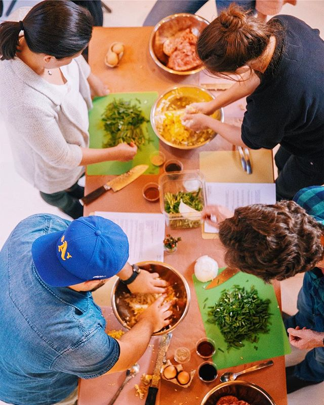 Have you ever thought of having people over and having them cook their own dinner? 😂 We think getting handsy with food is one of the best ways of bringing people together, whether it's a group of teammates, friends or family. Try it out sometime and let us know how it goes.  This colorful photo is from a dumpling class we did as a holiday party with @oramasamadumplings for a team at @airbnb. 📸 @mb.maher . . . . #sfdumplingclass #sfteambuilding #teambuildingideas #sfcookingclasses #sfprivatechefs #dumplingmaking #dumpling101