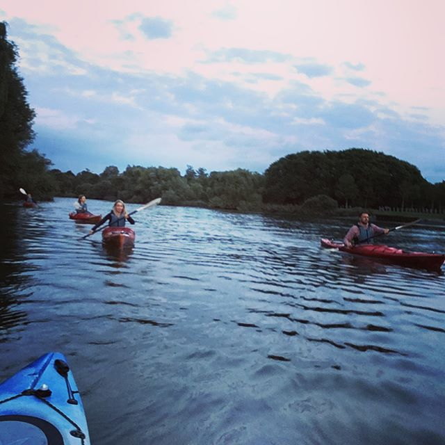 .... and as the sun sets on the last weekday Sunset Kayak Trip of the season, I find myself filled with gratitude for everyone who has joined us this year and because I get to call this work!  #intentionalliving #lovewhatyoudo #lifeisbeautiful #lifeworthliving #lifeisnow #iamenough #alifeatseaisthelifeforme #standuppaddle #fanaticsup #naishsup #sup #kayaking #canoeing #summertime #summerscoming #countrylivinginthecity #adventureisoutthere #oceanpaddler #riverthames #backofbeyond #backofbeyondadventures #perceptionkayaks #venturecanoes #reflection #reflectivelife #gratitude #grateful #heartopen #heartfull