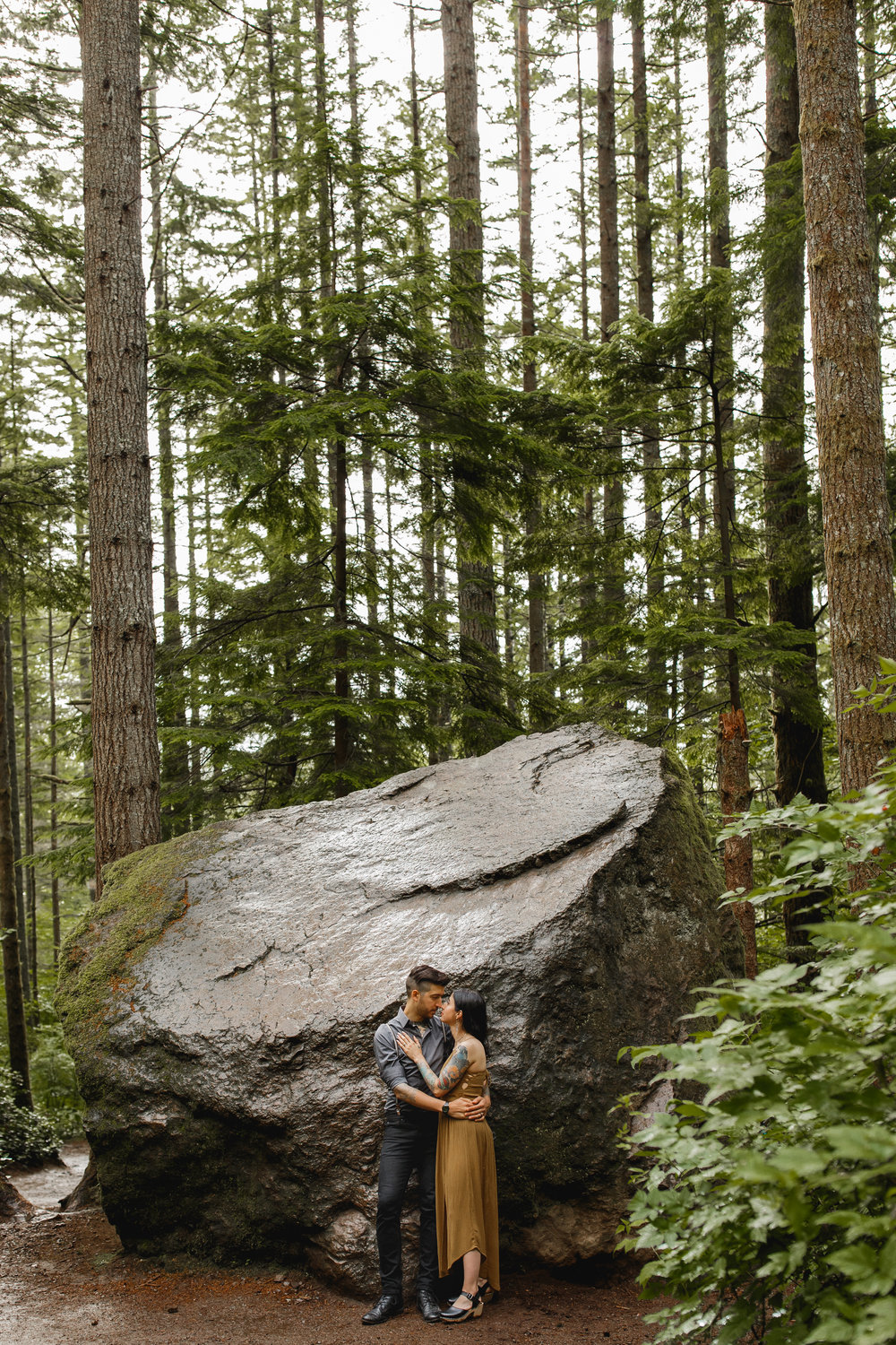 pacific-northwest-adventure-session-between-the-pine