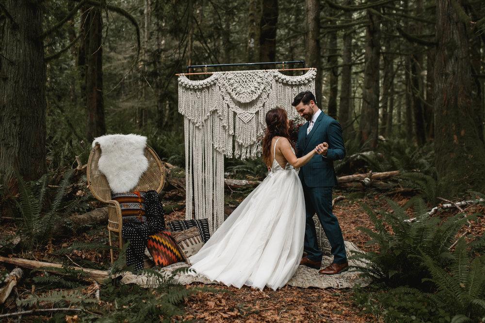 deep-woods-boho-elopement-44.jpg
