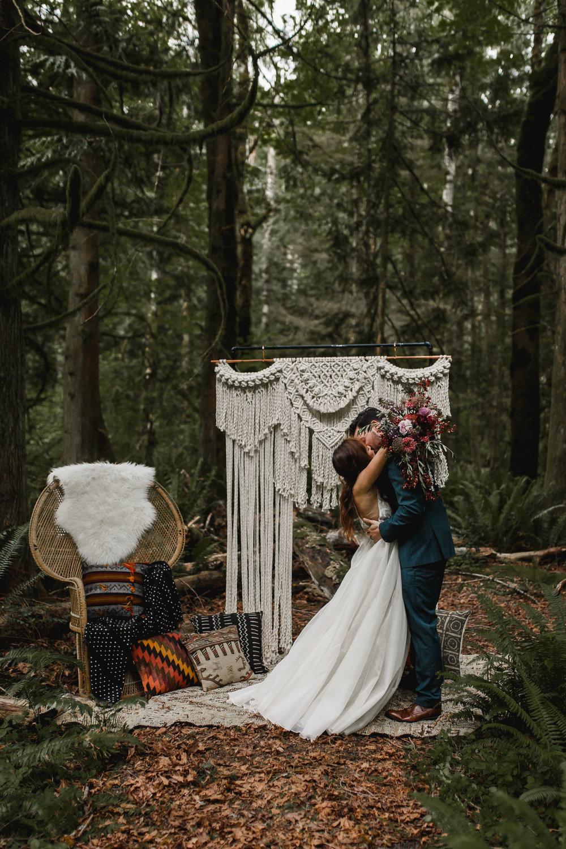 deep-woods-boho-elopement-45.jpg