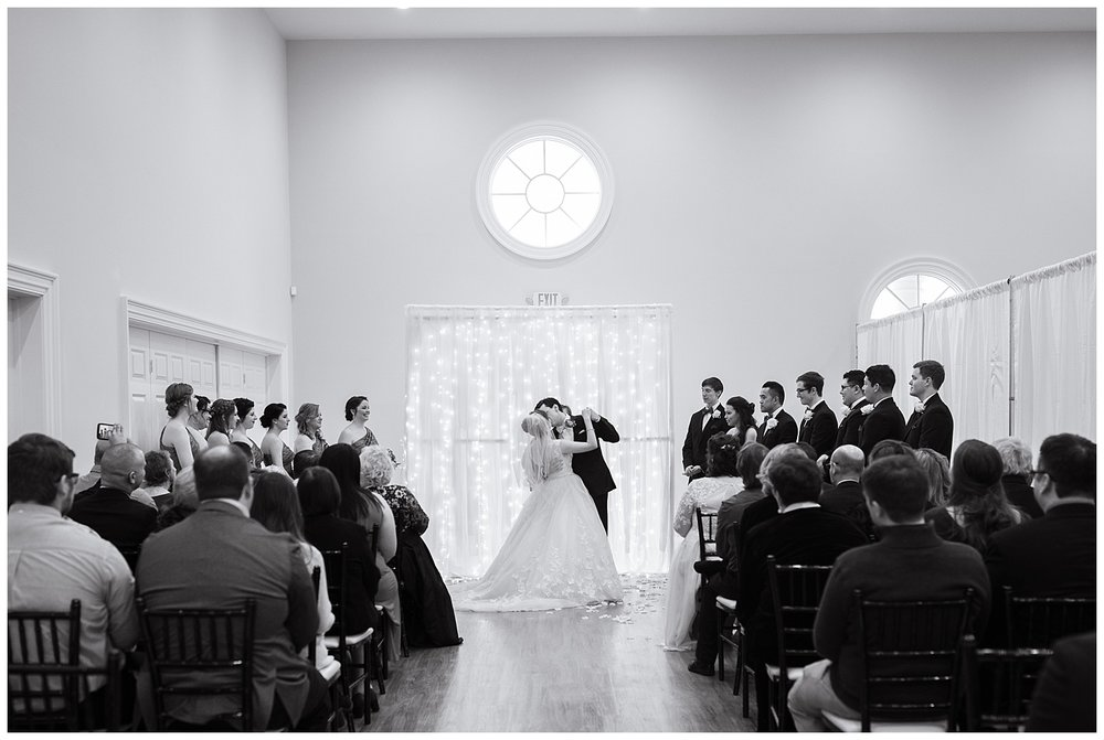 lynchburg_wedding_photographer_the_columns_at_six_penny_farm_0059.jpg