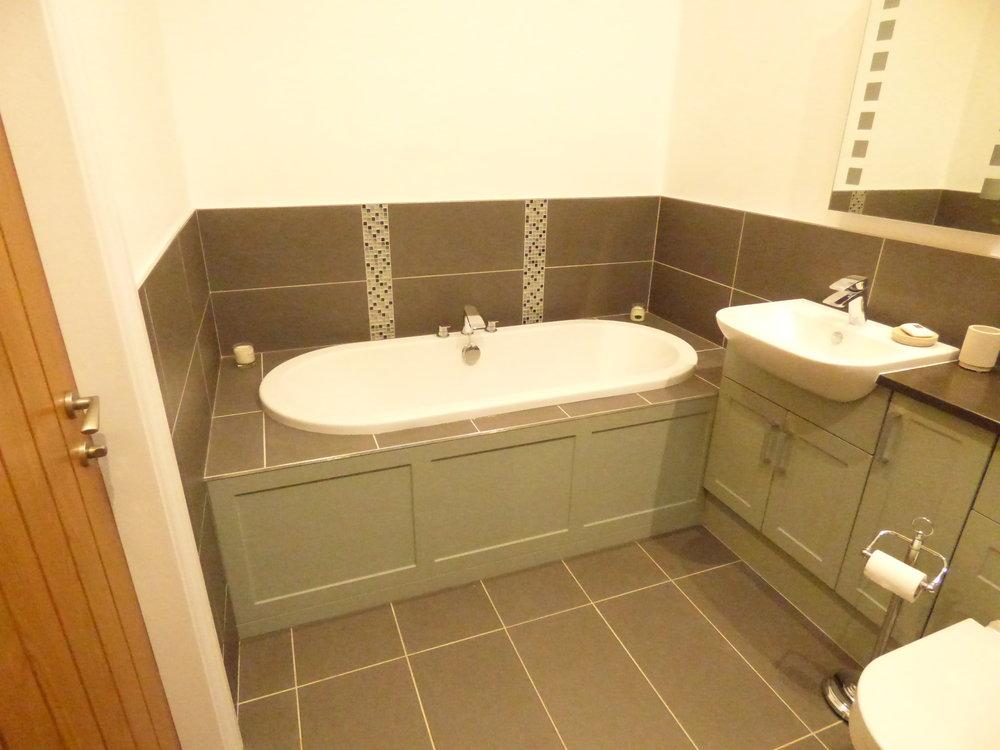 6 Bathroom3.jpg