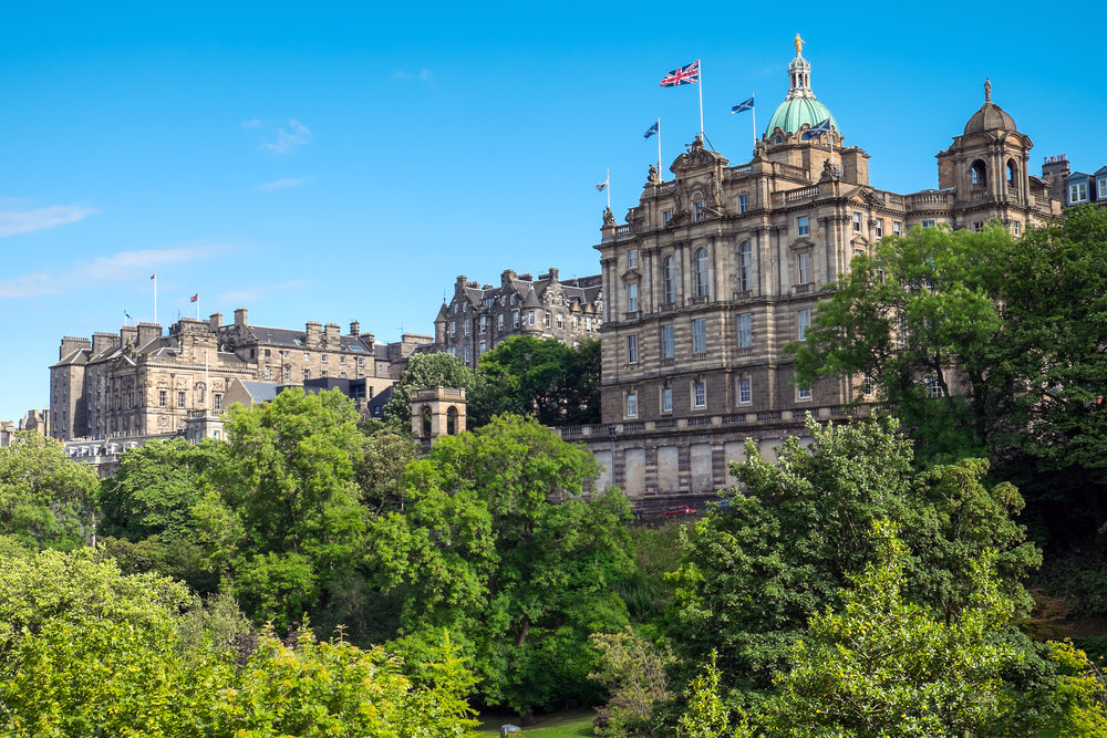 historic-buildings-in-edinburgh-P5ZQU78.jpg