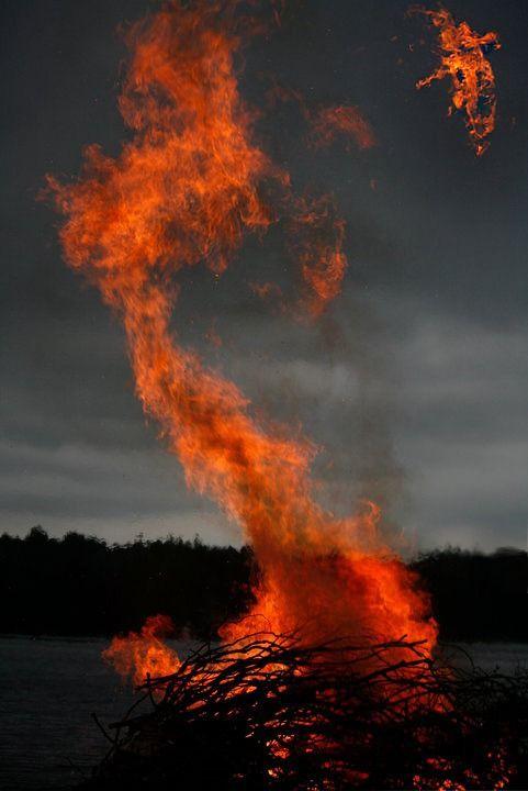 A Nap Képe: Egónk háza áll lángokban, s bár az erdöcsonkig ég bennünk, a mag termékeny marad.