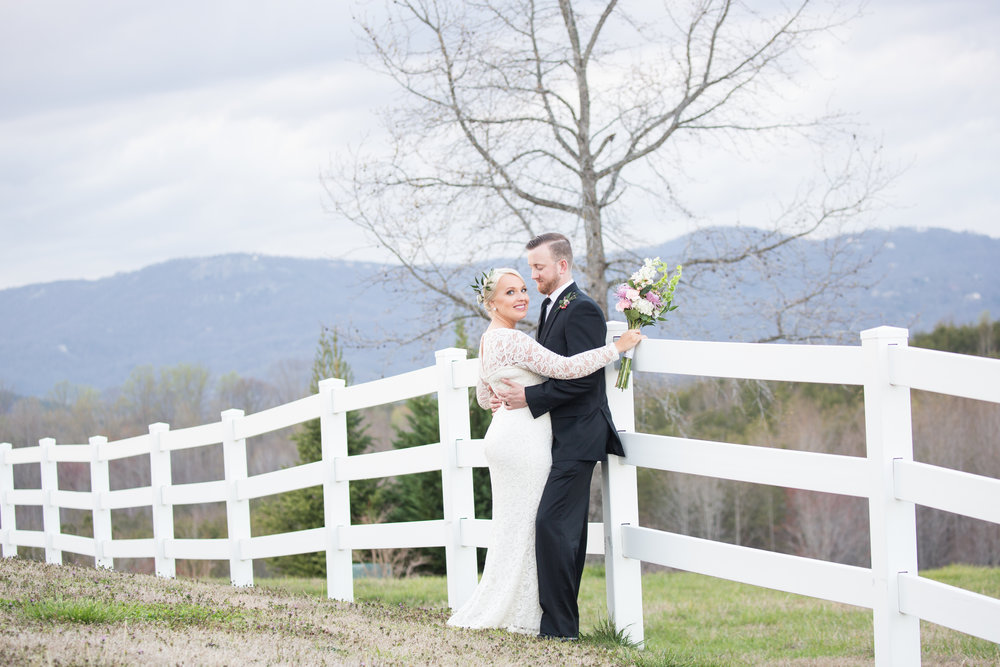 Wedding Inspiration: Elopement at Red Horse Inn, Landrum, South Carolina | Palmetto State Weddings