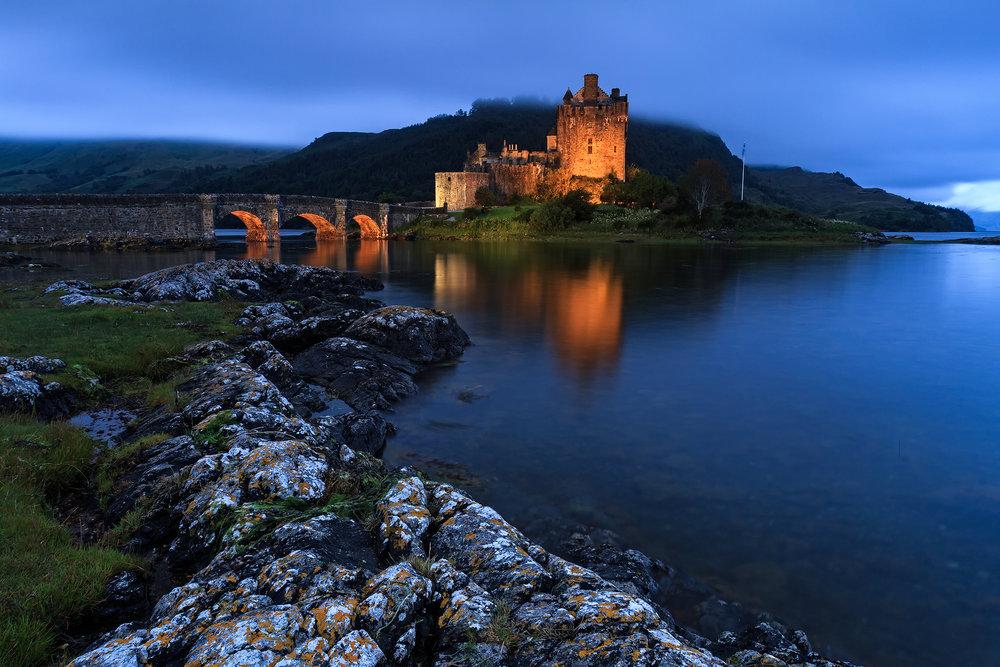 (Eilean Donan castle, Scotland)