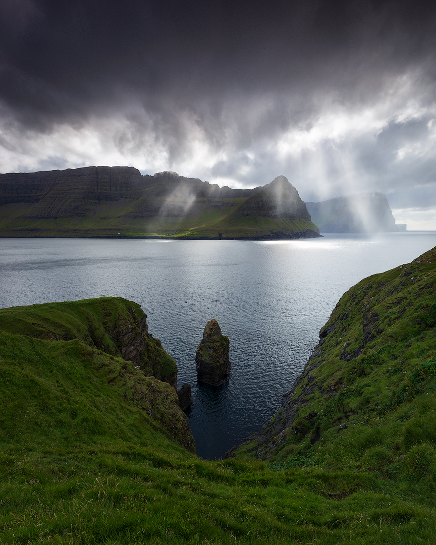 Light beams, Faroe Islands