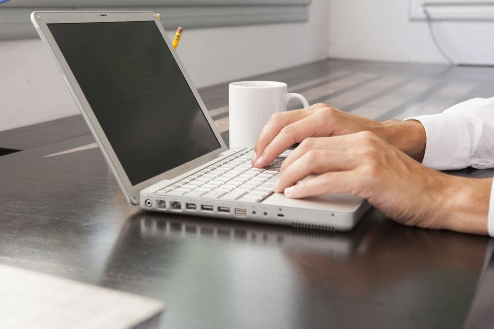 working-on-laptop_HYezpaW0Si.jpg