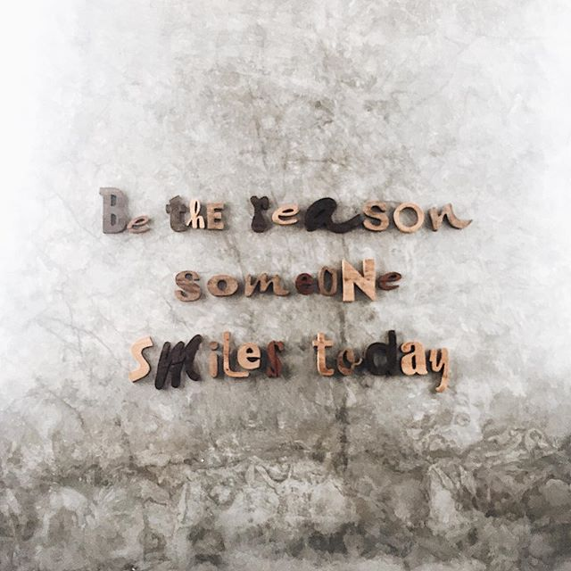 Be the reason someone smiles today 😃 #sundayfeels #writingsonthewall  #sophiecanquote #niconicomansion