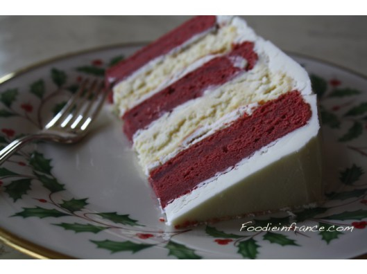 red-velvet-cake-with-white-chocolate-cheesecake-slice