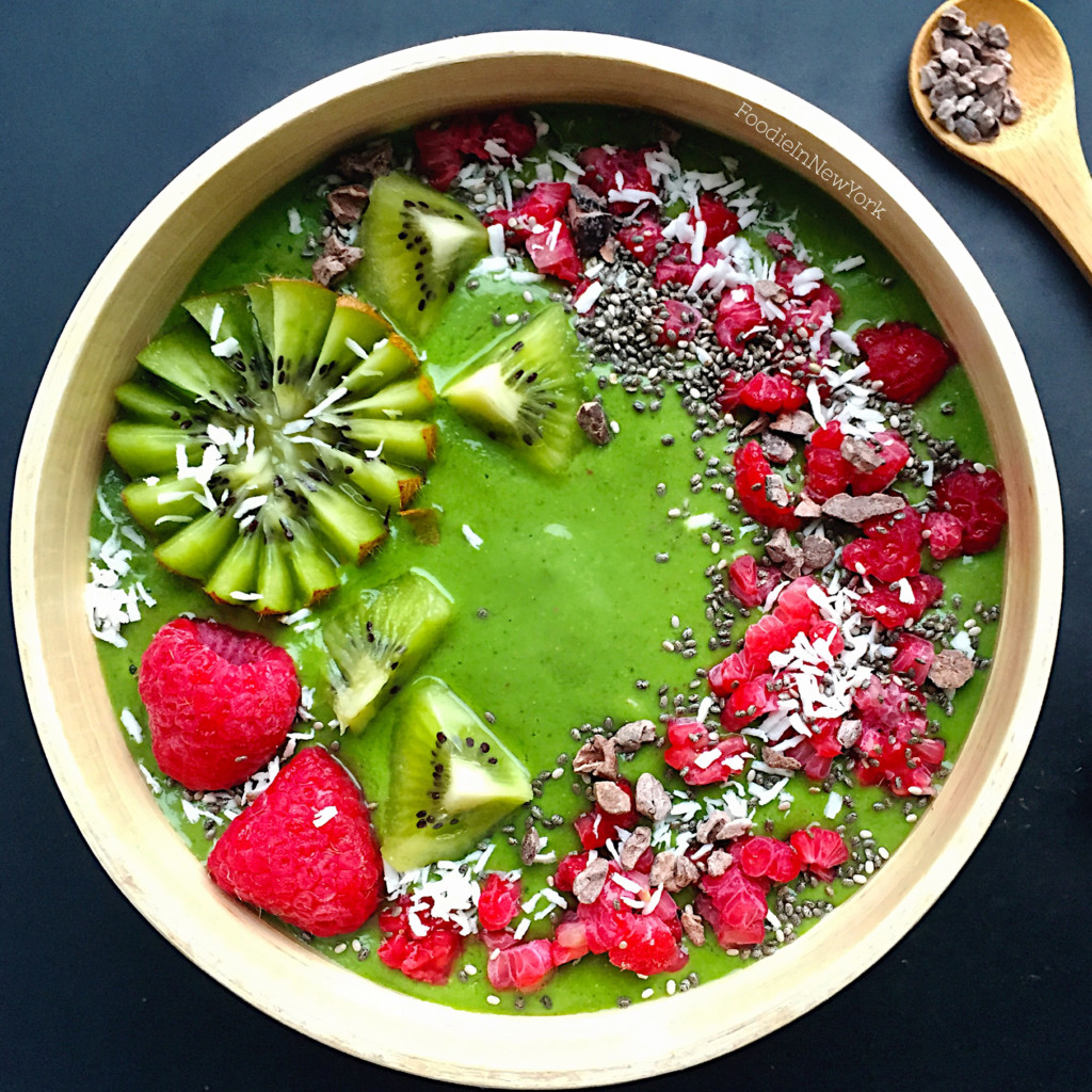 Kale and Kiwi Smoothie Bowl