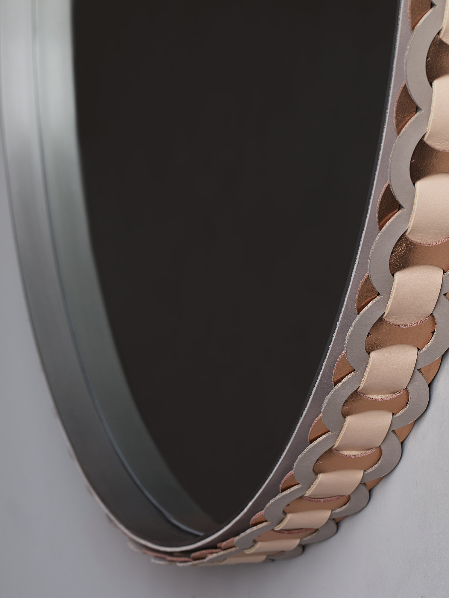 Strap pendant mirror detail