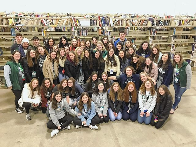 ⏱ 1 HOUR 👐🏽 47 STUDENTS 📚 11,000 BOOKS SORTED —— We loved having you, BBYO! 🕺🏽🙌🏽