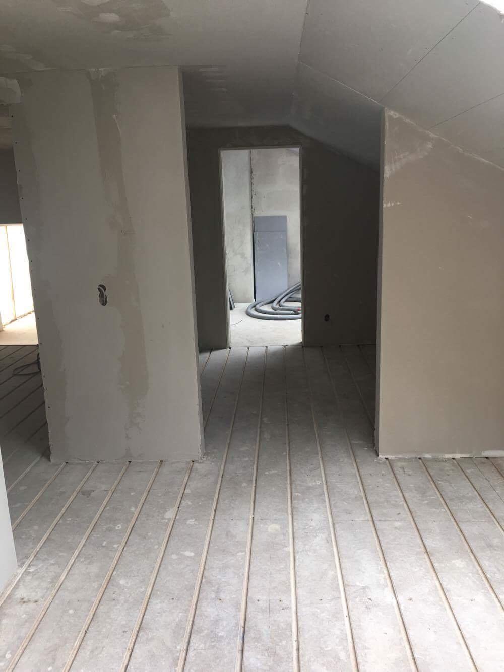 hovedentreprise gibsvægge gulve.jpg