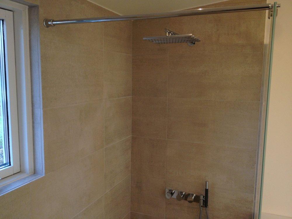 Nyt badeværelse brusekabine.jpg