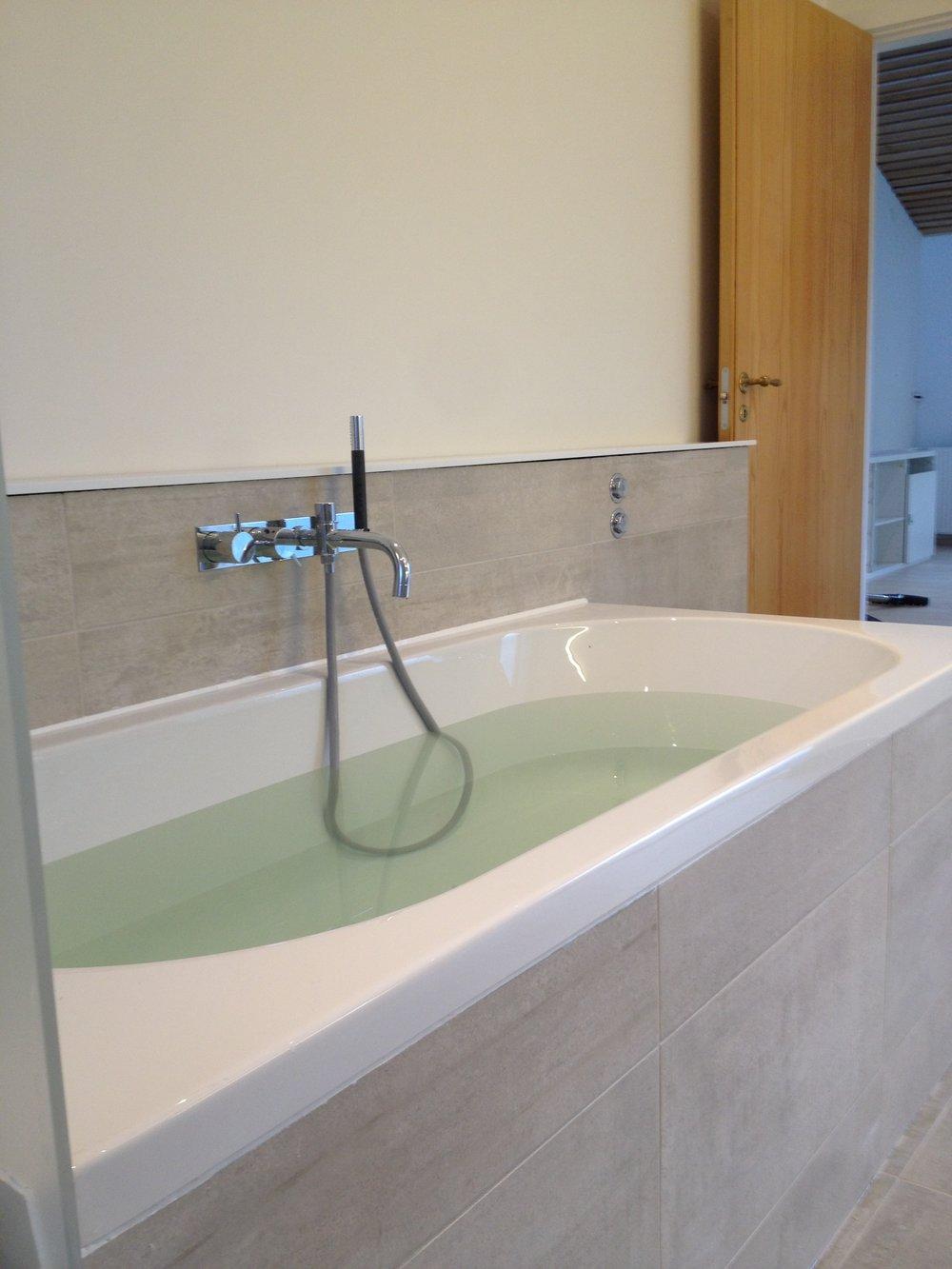 nyt badeværelse bad.jpg