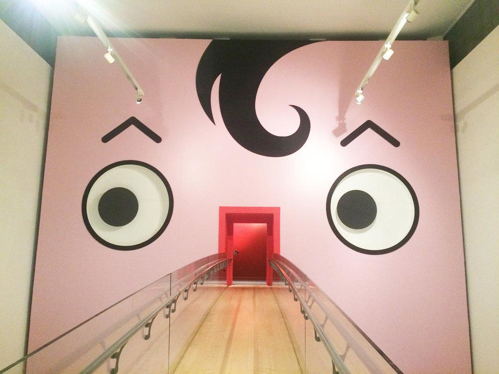 入り口がピノキオの鼻に! ユニークな会場のデザインもかわいらしい。