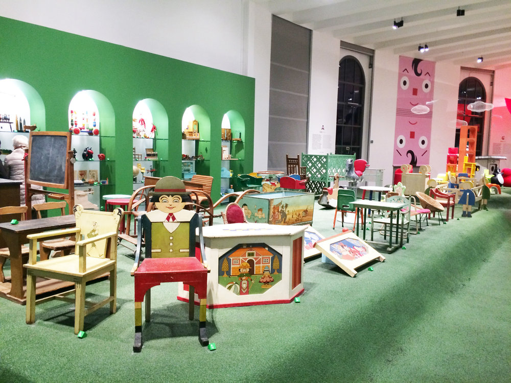 """椅子やベビーベッド、遊具まで。""""ほしい!""""と思えるデザインの家具がたくさん。"""