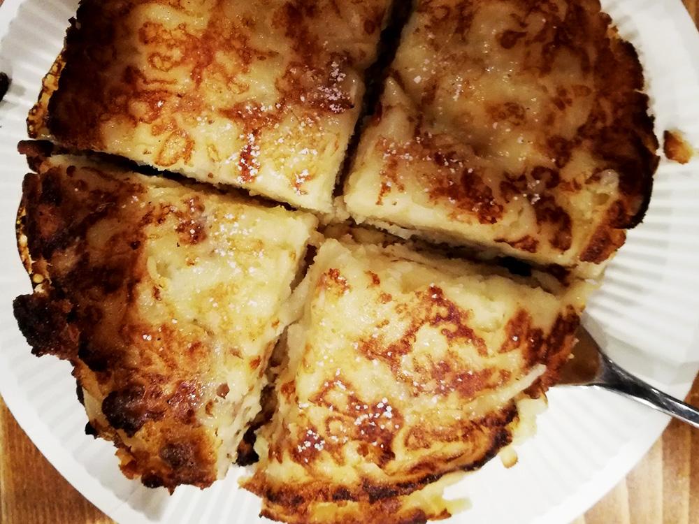 アディ特製ハンガリーのパンケーキ、りんごのパラチンタ!おいしい〜!