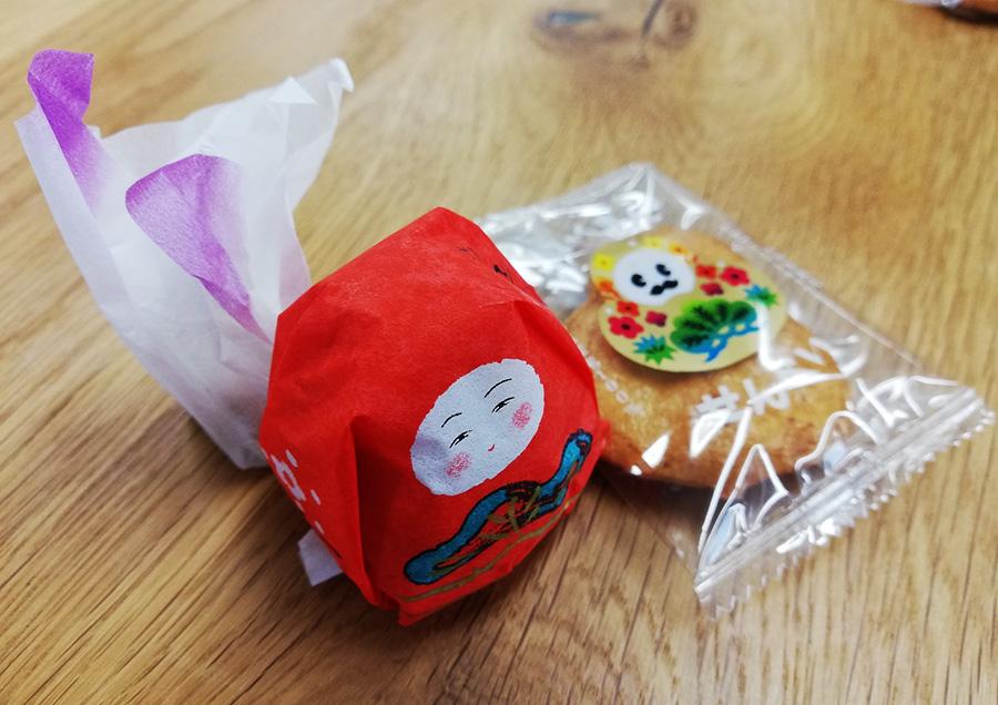 左上の「愛香菓」がなんとも懐かしい味のお菓子でした。