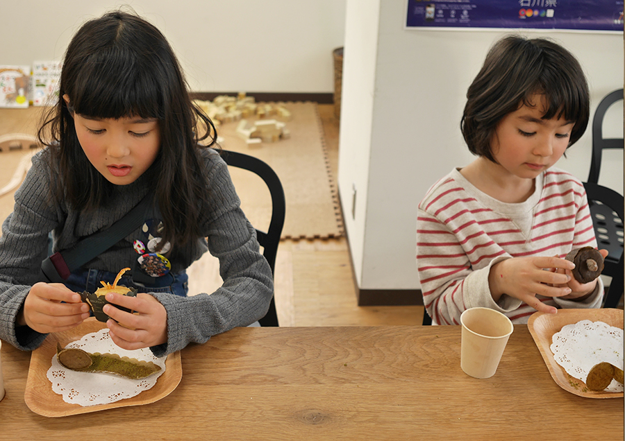 お菓子食べるとなるとソッコー席につくこの時だけ聞き分けの良い娘たち……。