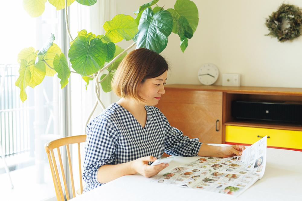 カタログを見ながらスマホで注文するのが楽しみ。宅配は週に1度、自宅に直接届く個配を利用している