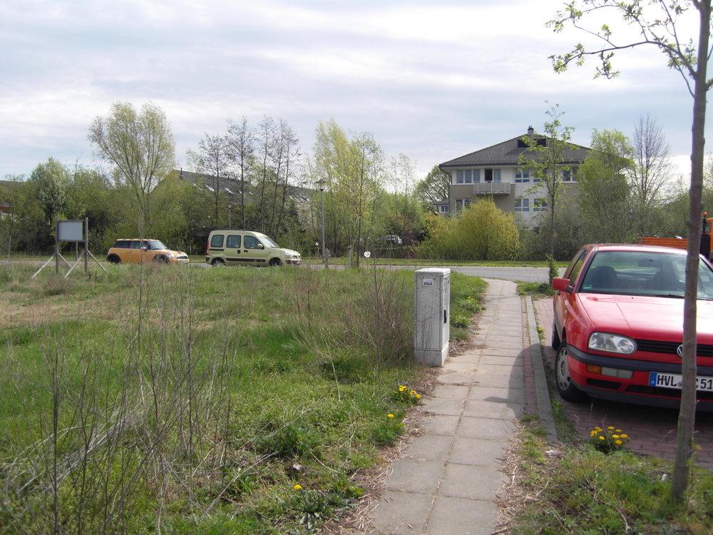 Stadtvilla hinter Grünfläche