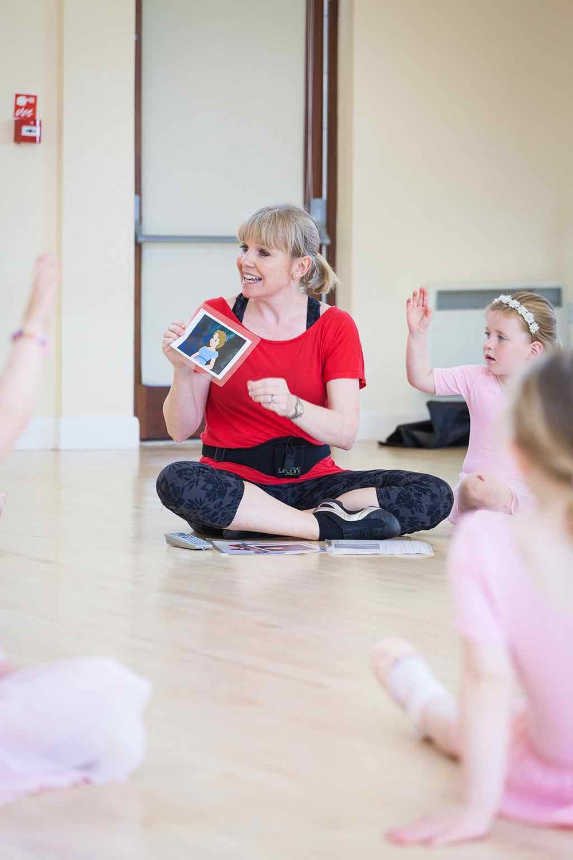 Nicolle teaching a ballet class