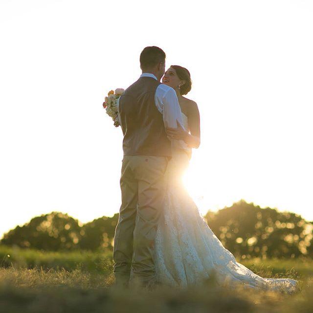 Sundays are for sunsets ❤ . . . . . . . . #crickethillranch #weddingvenue #drippingspringswedding #venue #weddings #bride #groom #weddingfun #hillcountrywedding #sunsets #sundayvibes #sundaysunsets #texas