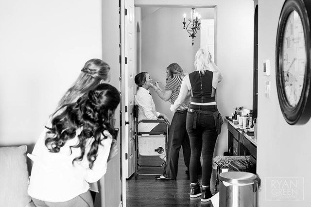 Our brides suite is the perfect place for your glam squad to set up shop 💄. 📸: Ryan Green Photography . . . . . . . #crickethillranch #wedding #drippingspringswedding #bride #bridetribe #texas #weddingday #weddingfun #weddingvenue #venue #makeup #glamsquad #weddingmakeup