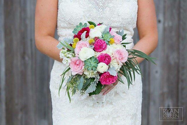 Just a pop of pink 💗 . . . . . . . . . . #crickethillranch #texas #hillcountryweddings #drippingspringswedding #wedding #flowers #bouquet #weddingfun #weddingday #weddingvenue