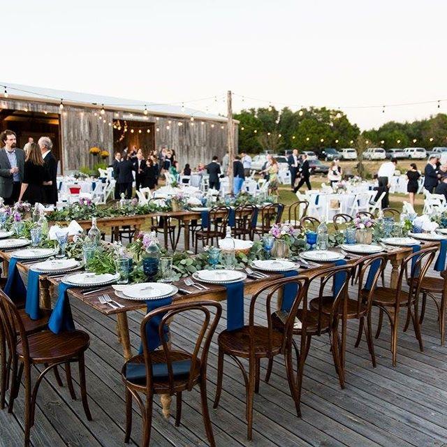 Head table on point 👌🏼 . . . . . . . . #crickethillranch #wedding #headtable #weddingday #hillcountrywedding #cheers #weddingfun #weddingvenue #drippingspringswedding