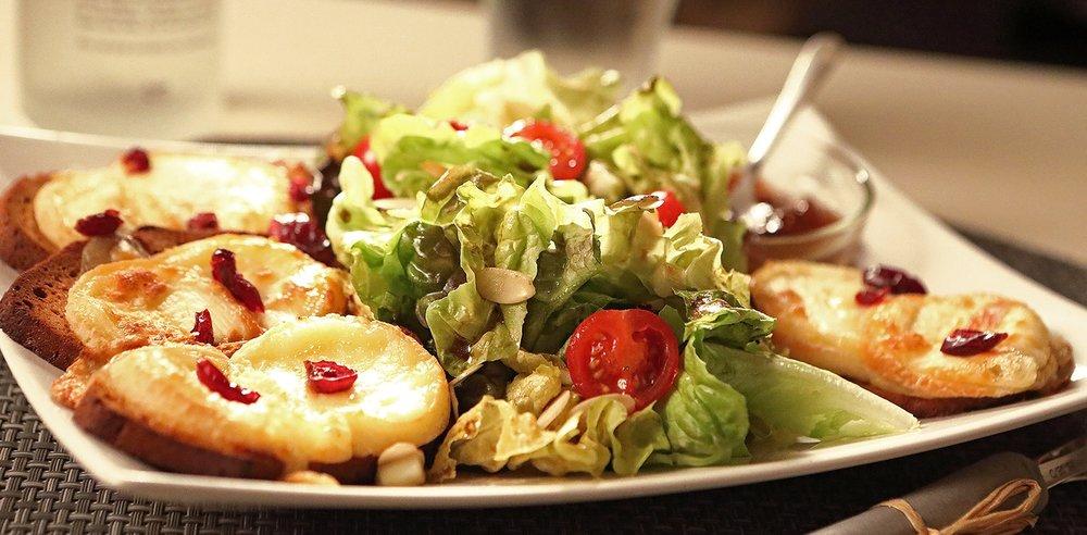 salades - chèvre chaud, miel ...