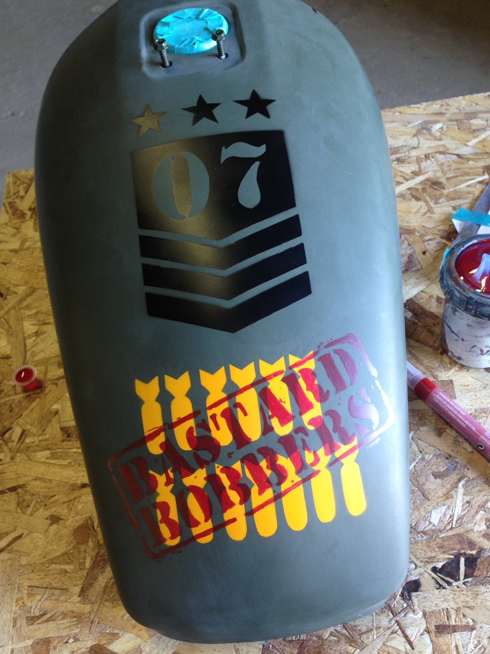 The badly done stencils give the authentic spray-painty look.
