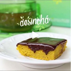 Bolo de cenoura low carb com cobertura de chocolate