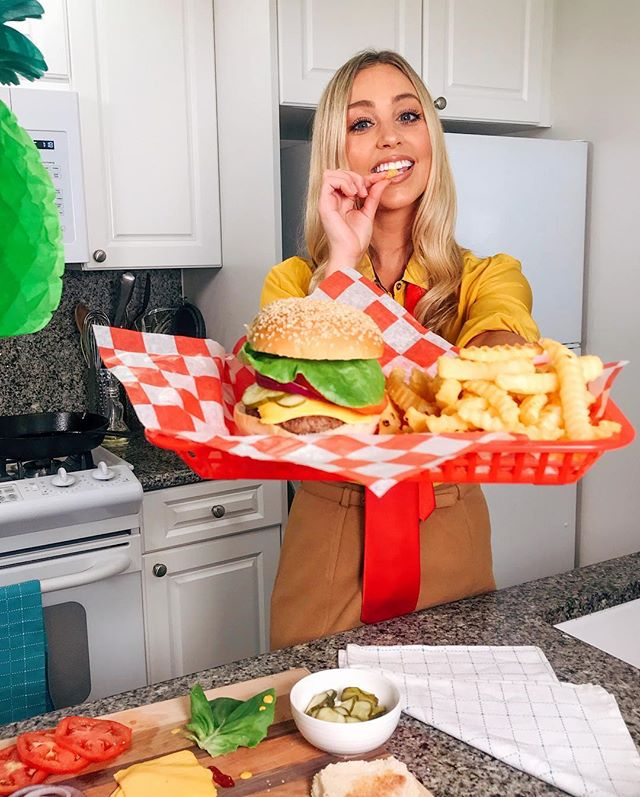 Eating like a SpongeBob for a day #MOODS 🧽 go watch me try the SpongeBob diet on @foodnetwork's #ExperimentalEats ! Link in my story or on their IGTV 🙌