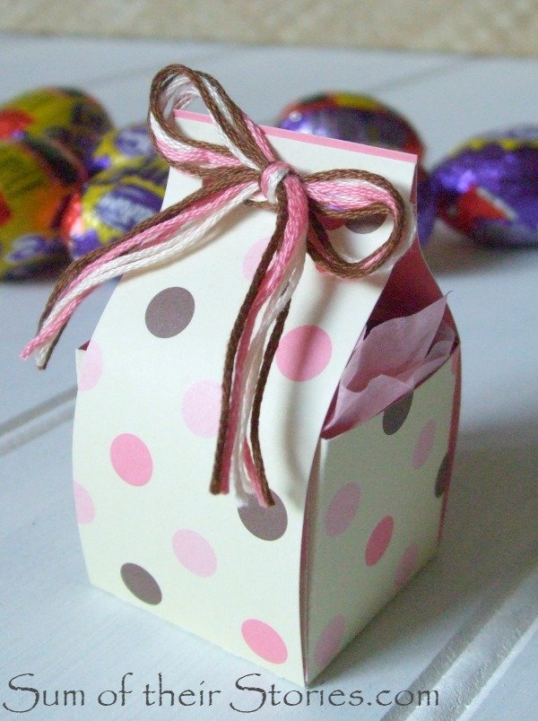 Easter mini egg gift box with thread bow