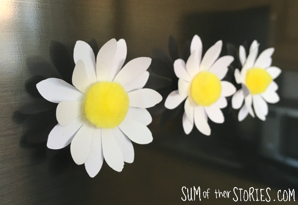 DIY daisy pom pom fridge magnets