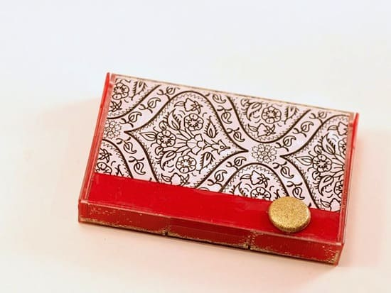 DIY-gift-card-holder-from-an-old-cassette-tape.jpg