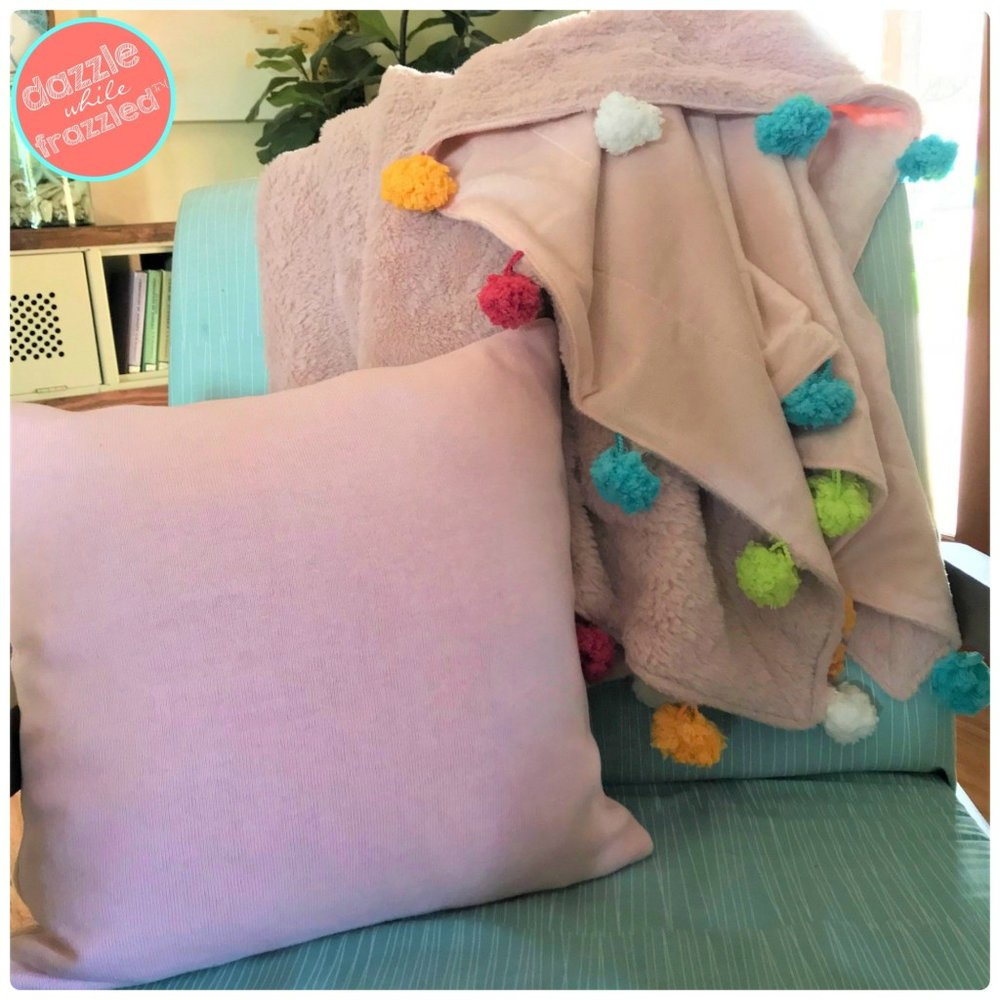 DIY-Easy-Pom-Pom-Yarn-Blanket-Throw-6.jpg