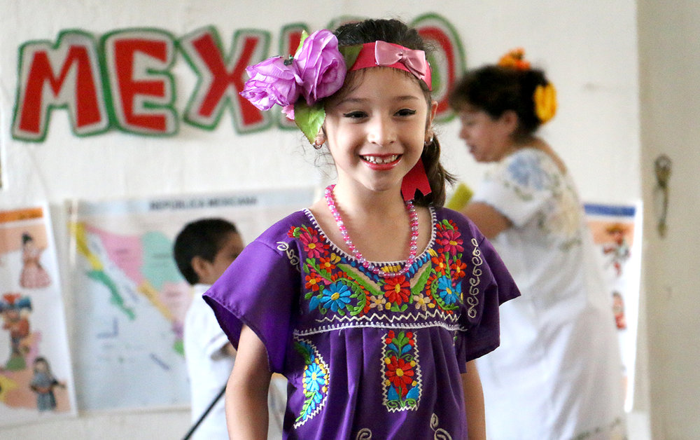 Alumnos del primer año representaron en desfile la diversidad de México